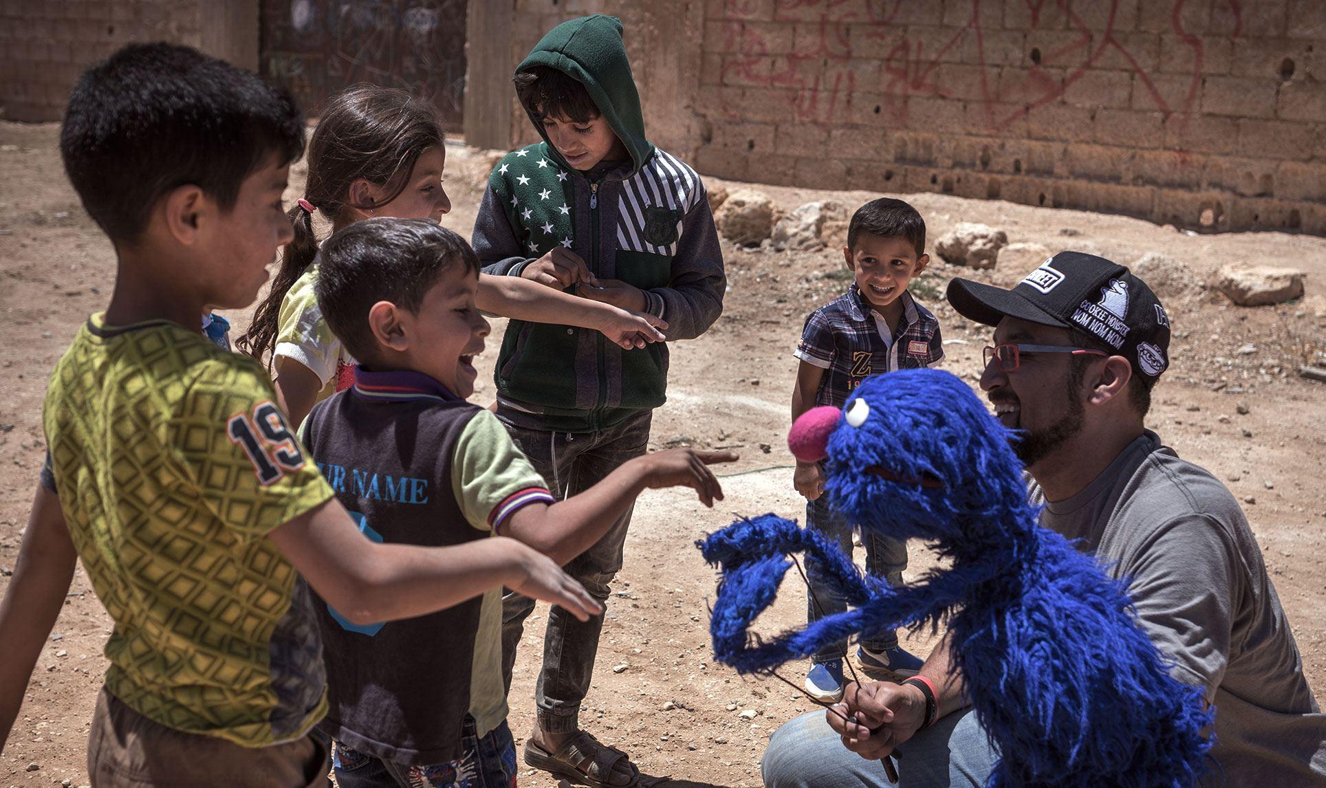 حصول Sesame Workshop على جائزة مئة مليون دولار مخصصة لمساعدة الأطفال اللاجئين السوريين في المنطقة